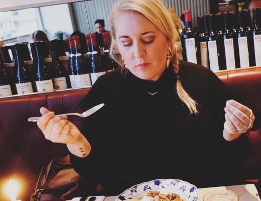 Lyxar till det med tisdagsfrukost på #nybrogatan38 med @sannalainen. #frukost